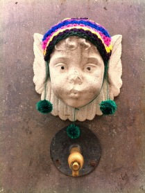 plaza-padro-yarnbombing-bonowaps-angel3