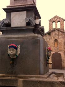 plaza-padro-yarnbombing-bonowaps-fuente