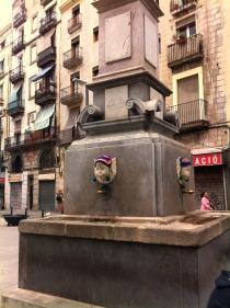 plaza-padro-yarnbombing-bonowaps-fuente-
